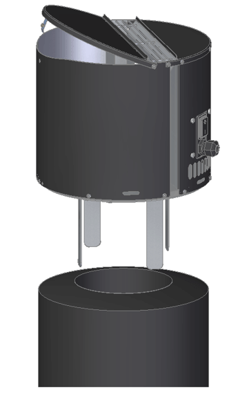 Czarny Draftbooster zainstalowany na kominie.